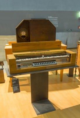 2/10 - Clavier pour ondes Martenot, Maurice Martenot, Alain Danielou, 1937. Cité de la Musique. Médiathèque de la Philharmonie de Paris.