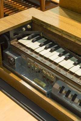 9/10 - Clavier pour ondes Martenot, Maurice Martenot, Alain Danielou, 1937. Cité de la Musique. Médiathèque de la Philharmonie de Paris.