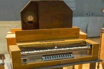 1/10 - Clavier pour ondes Martenot, Maurice Martenot, Alain Danielou, 1937. Cité de la Musique. Médiathèque de la Philharmonie de Paris.