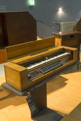 3/10 - Clavier pour ondes Martenot, Maurice Martenot, Alain Danielou, 1937. Cité de la Musique. Médiathèque de la Philharmonie de Paris.